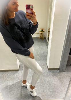 Witte sneaker met croco detail en grijze boord