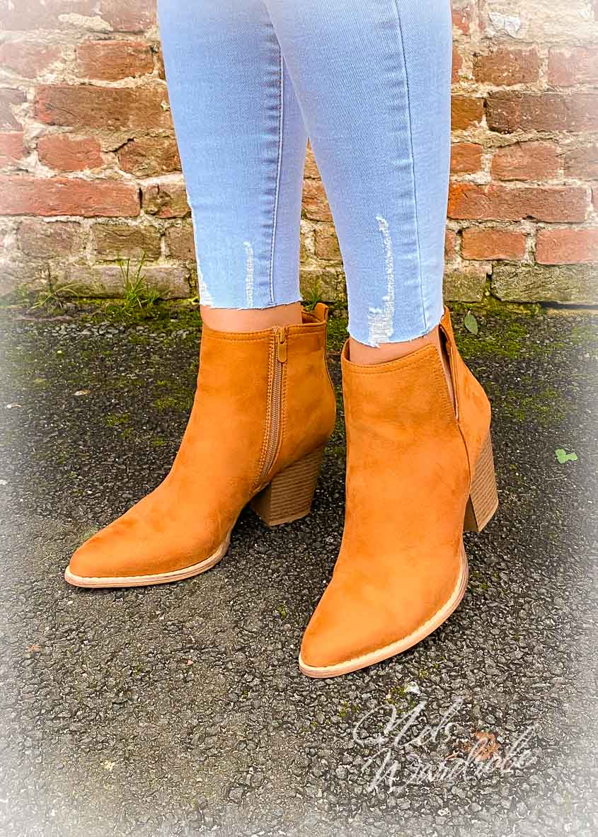 Boots met een leuk detail langs 1 kant. Zitten zeer comfortabel door de dikkere hak