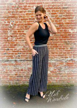 Gestreepte zwarte broek met rekker in de taille