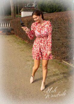 Hemdjurk met bloemenprint- kleed is onesize