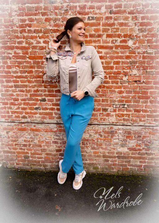 Blauwe losse broek met rekker