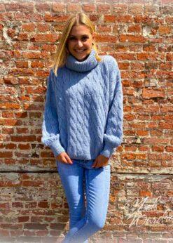 lichtblauwe trui - rolkraag
