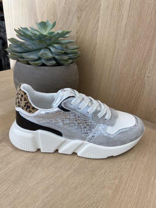 Lichtgrijze sneaker - witte zool