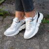 Lichtgrijze sneaker - leopard print - witte zool