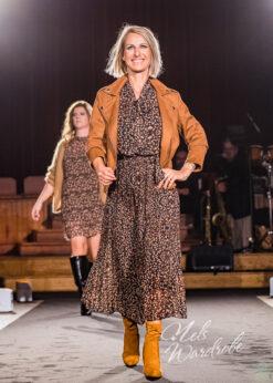 jurk met strik en plisse rok