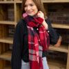 Rode sjaal met ruitjes